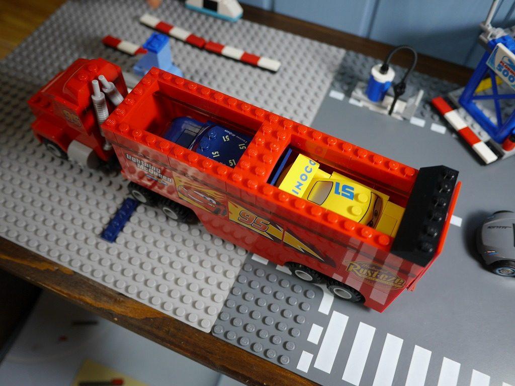3歳の男の子の誕生日にレゴカーズフロリダ500ファイナルレース10745の中身